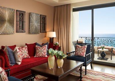 grand-master-suite-living